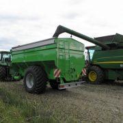 Speziell bei der Ernte, aber auch bei Transport- und Beladevorgängen mit Saatgut und Dünger bietet der Güstrower Transport- und Umladewagen eine preis- und leistungsgerechte Lösung.